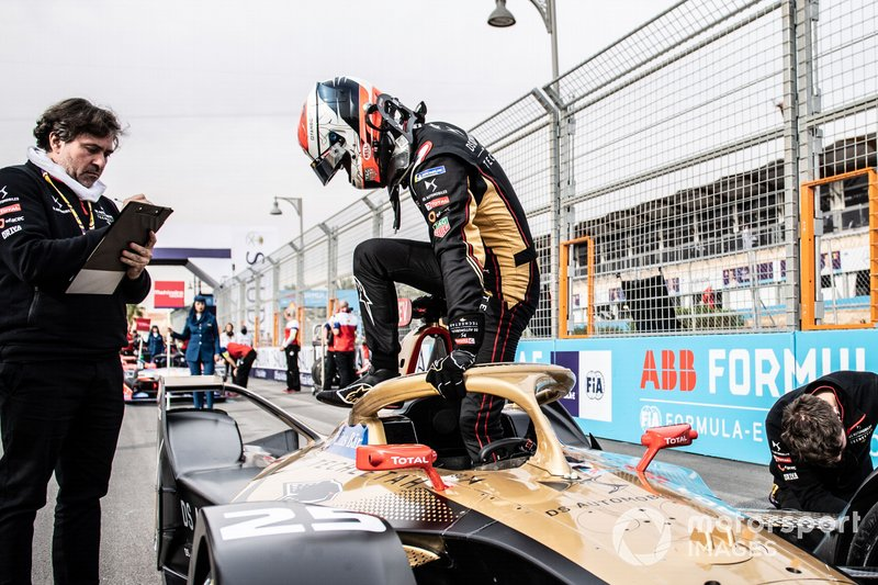 Jean-Eric Vergne, DS Techeetah climbs out of his DS E-Tense FE20 on the grid