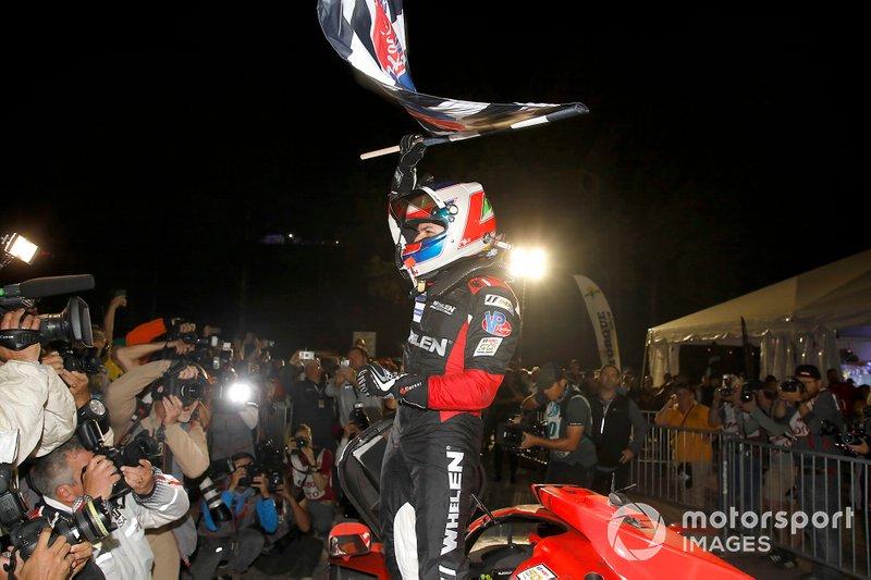 Il vincitore #31 Action Express Racing Cadillac DPi: Pipo Derani