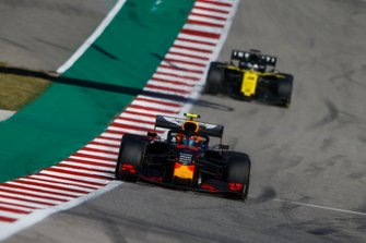 Alex Albon, Red Bull Racing RB15, devant Daniel Ricciardo, Renault F1 Team R.S.19