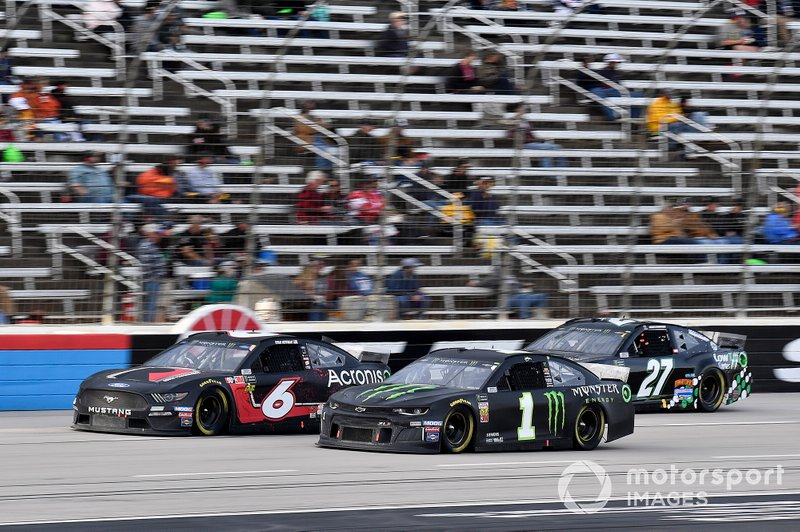Kurt Busch, Chip Ganassi Racing, Chevrolet Camaro Monster Energy and Ryan Newman, Roush Fenway Racing, Ford Mustang Roush Performance