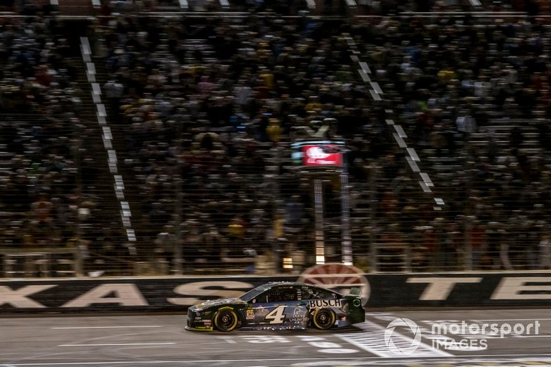 Kevin Harvick, Stewart-Haas Racing, Ford Mustang Busch Beer / Ducks Unlimited checkered flag