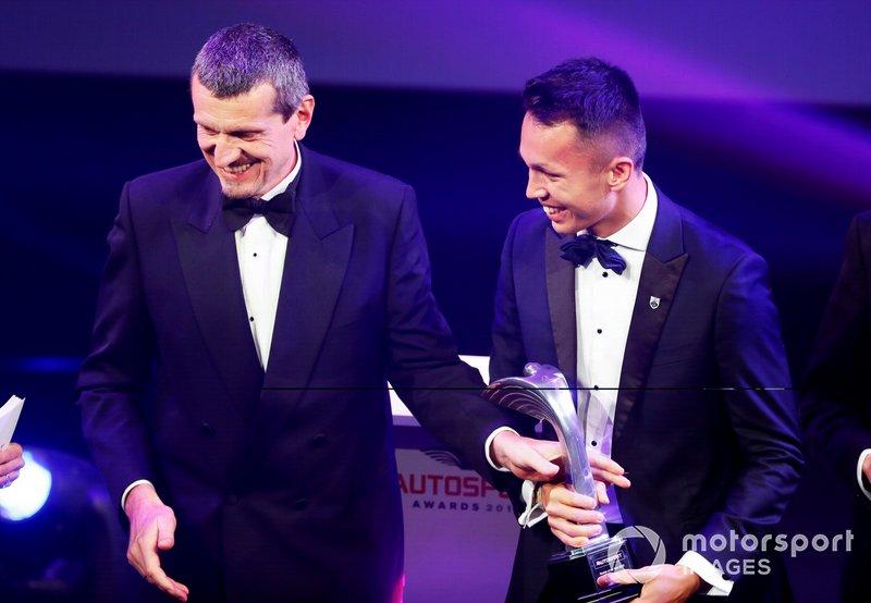 Alexander Albon recebe prêmio de Novato do Ano de Guenther Steiner
