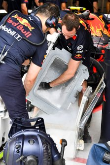 Red Bull mechanics with dry ice for cooling