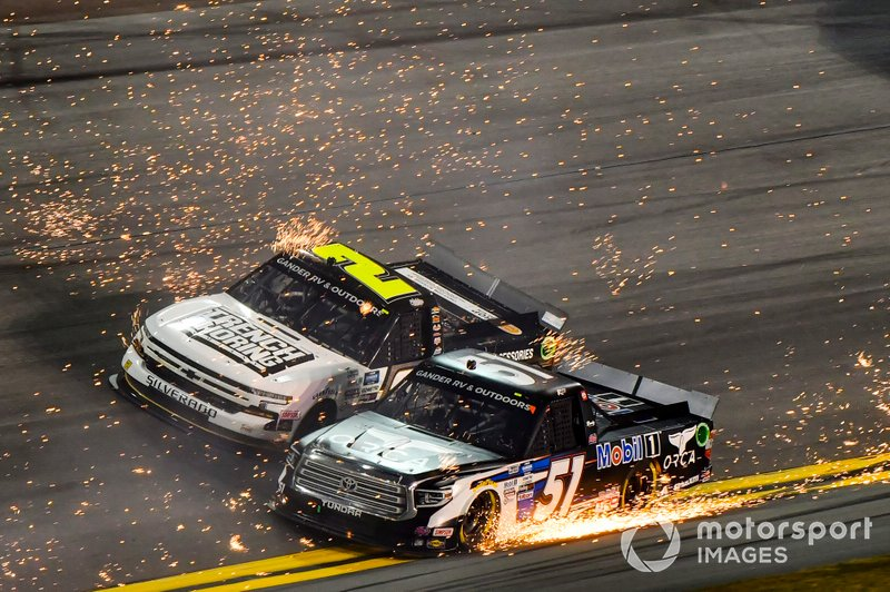 Riley Herbst, Kyle Busch Motorsports, Toyota Tundra Mobil 1, Sheldon Creed, GMS Racing, Chevrolet Silverado Chevy.com /Trench Shoring, race through sparks