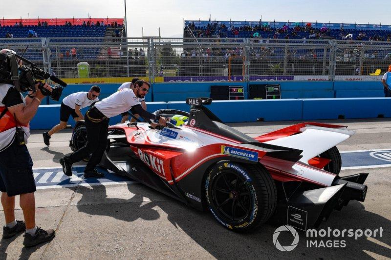 Mechanics push Felipe Massa, Venturi, EQ Silver Arrow 01