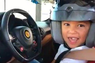 Matiz, 6 anni, sulla Ferrari 488 GTB con Charles Leclerc come istruttore