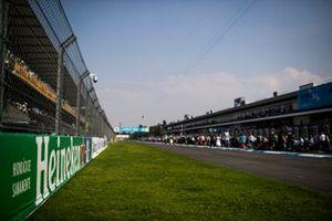 Una vista de la recta principal antes de la carrera