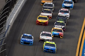 Ryan Blaney, Team Penske, Ford Mustang Menards / Peak, Ricky Stenhouse Jr., JTG Daugherty Racing, Chevrolet Camaro Kroger