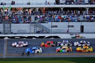 Denny Hamlin, Joe Gibbs Racing, Toyota Camry FedEx Express, Ricky Stenhouse Jr., JTG Daugherty Racing, Chevrolet Camaro Kroger