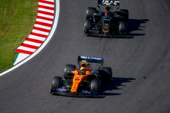 Lando Norris, McLaren MCL34, leads Kevin Magnussen, Haas F1 Team VF-19
