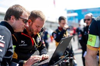 Techeetah teamleden op de grid