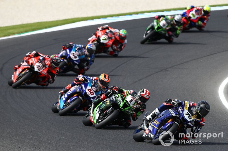 Loris Baz, Ten Kate Racing Yamaha, tras la caída