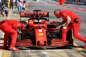 Sebastian Vettel, Ferrari, s'arrête au stand