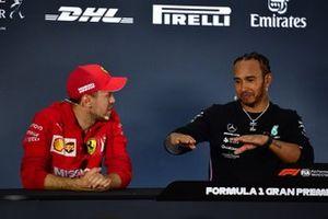 Sebastian Vettel, Ferrari, deuxième, et Lewis Hamilton, Mercedes AMG F1, vainqueur, en conférence de presse