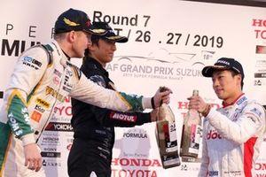 Ник Кэссиди, Vantelin Team TOM'S, Ниреи Фукузуми, DoCoMo Team Dandelion Racing, и Томоки Нодзири, Team Mugen