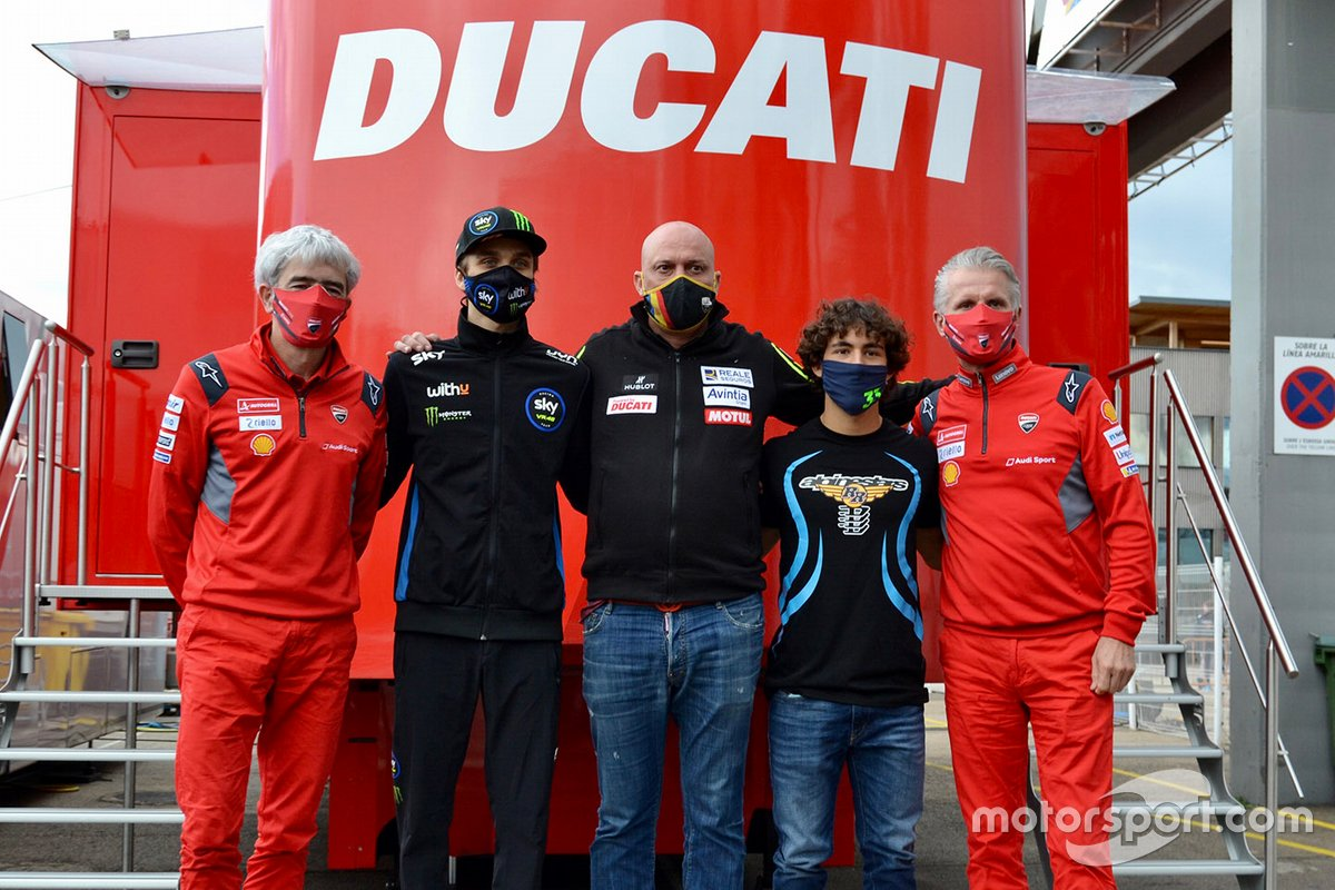 Luca Marini y Enea Bastianini, Esponsorama Racing con Luigi Dall'Igna, Director General de Ducati, Raul Romero, Esponsorama Racing Team y Paolo Ciabatti, Director Deportivo de Ducati
