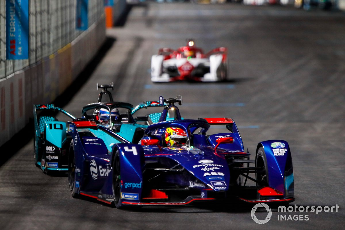 Robin Frijns, Envision Virgin Racing, Audi e-tron FE07, por delante de Sam Bird, Panasonic Jaguar Racing, Jaguar I-Type 5