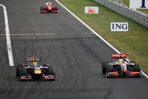 Mark Webber, Red Bull Racing RB5, Lewis Hamilton, McLaren MP4-24