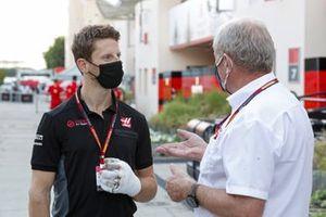 Ромен Грожан, Haas F1, и гоночный консультант Red Bull Хельмут Марко