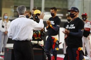 Chase Carey, Chairman, Formula 1, says farewell to the drivers on the grid