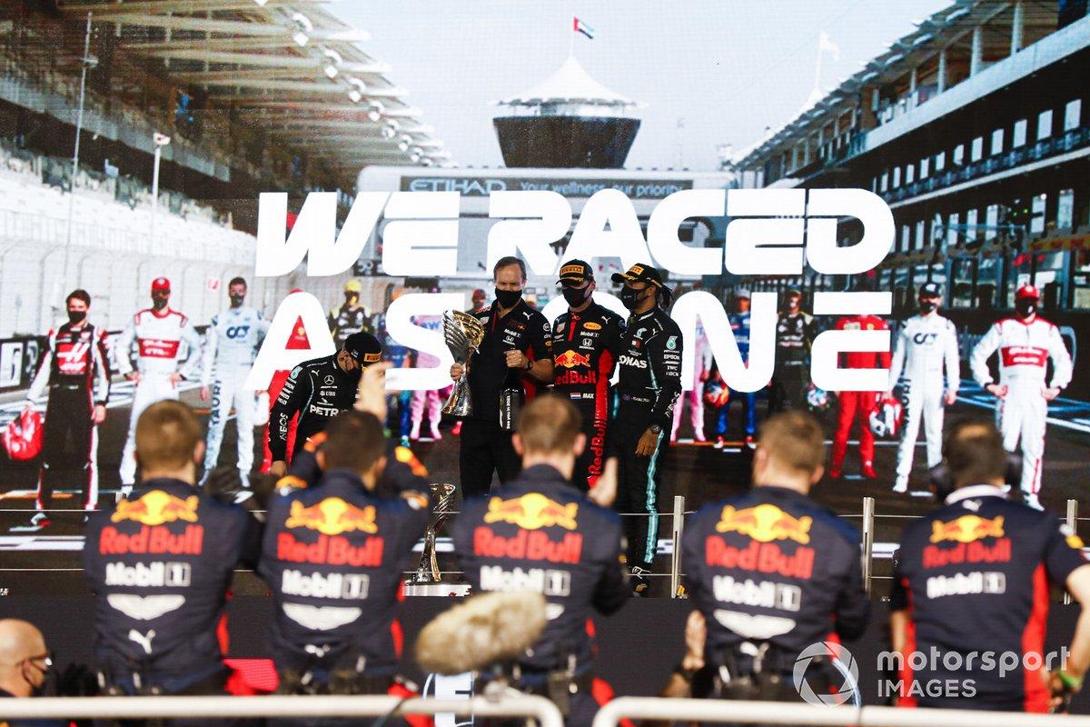 Podio: segundo lugar Valtteri Bottas, Mercedes-AMG F1, Paul Monaghan, Ingeniero Jefe de Red Bull Racing, ganador Max Verstappen, Red Bull Racing, y tercer lugar Lewis Hamilton, Mercedes-AMG F1