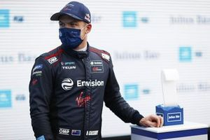 Nick Cassidy, Envision Virgin Racing, con il trofeo Pole Position