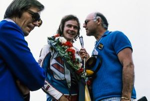Barry Sheene, winner of the John Player Grand Prix, is interviewed by Murray Walker