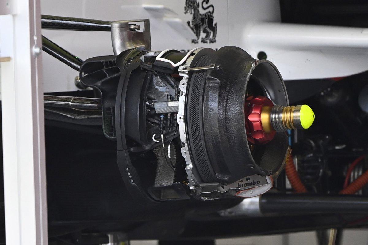 Alfa Romeo Racing C41 detay