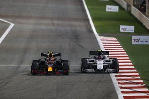 Alex Albon, Red Bull Racing RB16, battles with Pierre Gasly, AlphaTauri AT01