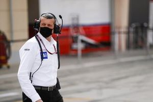 Guenther Steiner, Team Principal, Haas F1 in the pit lane