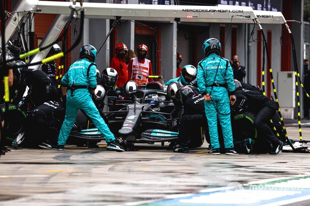 Valtteri Bottas, Mercedes W12, ai box