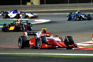 Oscar Piastri, Prema Racing, leads Liam Lawson, Hitech Grand Prix