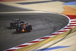 Max Verstappen, Red Bull Racing RB16B, Pierre Gasly, AlphaTauri AT02