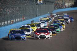 Départ : Alex Bowman, Hendrick Motorsports Chevrolet, Kyle Larson, Chip Ganassi Racing Chevrolet lead