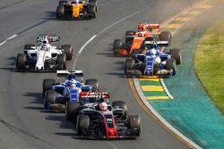 Kevin Magnussen, Haas F1 Team VF-17, Marcus Ericsson, Sauber C36, Antonio Giovinazzi, Sauber C36, St