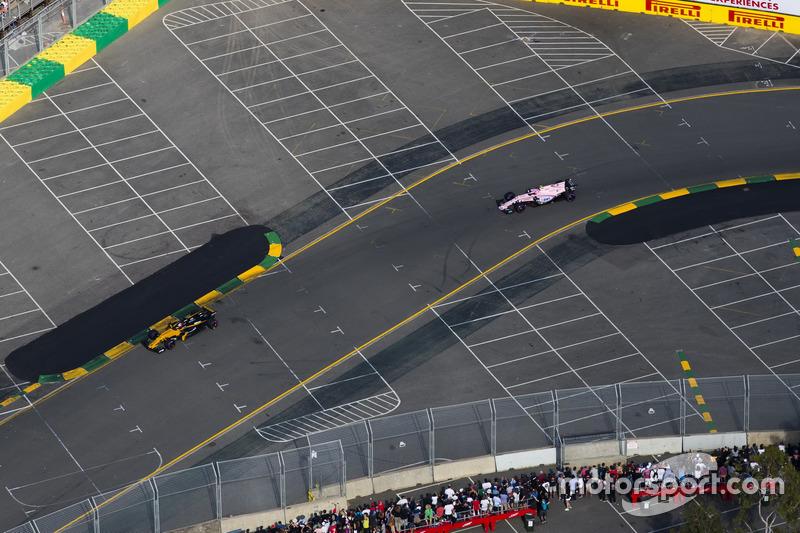 Nico Hülkenberg, Renault Sport F1 Team RS17; Esteban Ocon, Force India VJM10
