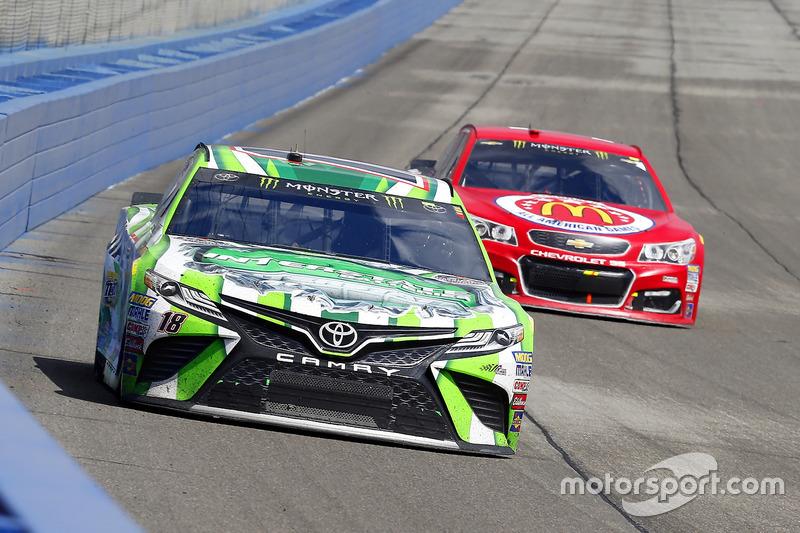 Kyle Busch, Joe Gibbs Racing, Toyota; Jamie McMurray, Chip Ganassi Racing, Chevrolet