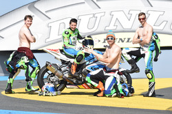 #48 BMW: Stefan Kerschbaumer, Jan Bühn, Lucy Glöckner, Dominik Vincon team photo