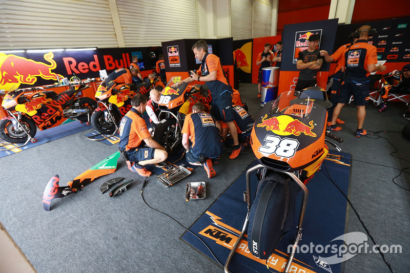 Box von Bradley Smith, Red Bull KTM Factory Racing
