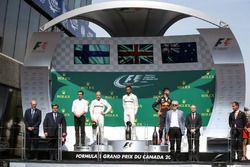 Valtteri Bottas, Mercedes AMG F1, Loic Serra, Mercedes AMG F1 Head of Vehicle Dynamics, race winner