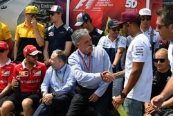 Chase Carey, Director Ejecutivo y Presidente Ejecutivo de Formula One Group Y Lewis Hamilton, Merced