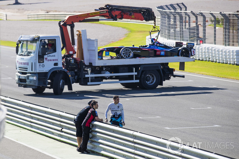 Sebastien Buemi, Renault e.Dams inspects the damage to the first chicane after James Rossiter, Venturi Formula E Teamcrashed at the chicane