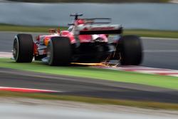 Sebastian Vettel, Ferrari SF70H, scintille