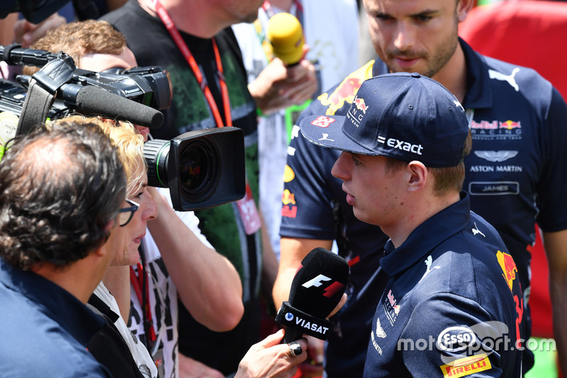Max Verstappen, Red Bull Racing bersama media