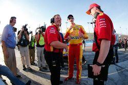 Joey Logano, Team Penske, Ford, mit Crewchief Todd Gordon