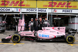 Sergio Perez, Sahara Force India F1; Otmar Szafnauer; Esteban Ocon, Sahara Force India F1; Force India F1 VJM10