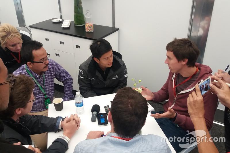 Rio Haryanto sedang diwawancarai sejumlah media