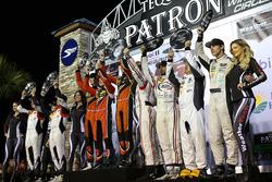 PC podium: ganadores, James French, Kyle Mason, Patricio O'Ward, Performance Tech Motorsports, segundos, Sean Rayhall, Garett Grist, Max Hanratty, James Dayson, Starworks Motorsports, terceros, Marc Drumwright, Chapman Ducote, Gustavo Yacaman, Colin Thompson, BAR1 Motorsports