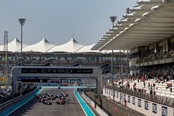 Konstantin Tereshchenko, Campos Racing leads Jake Hughes, DAMS at the start of the race