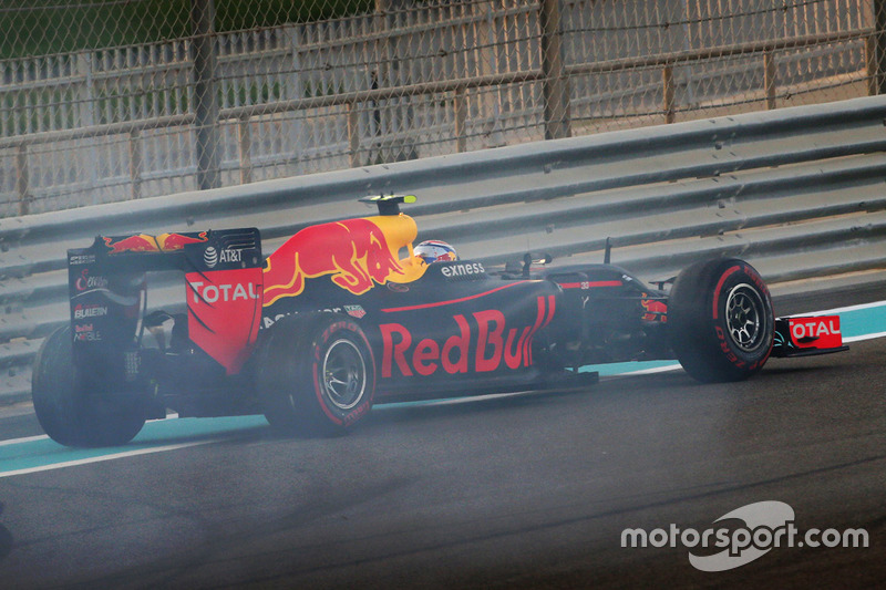 Max Verstappen, Red Bull Racing gira al inicio de la carrera